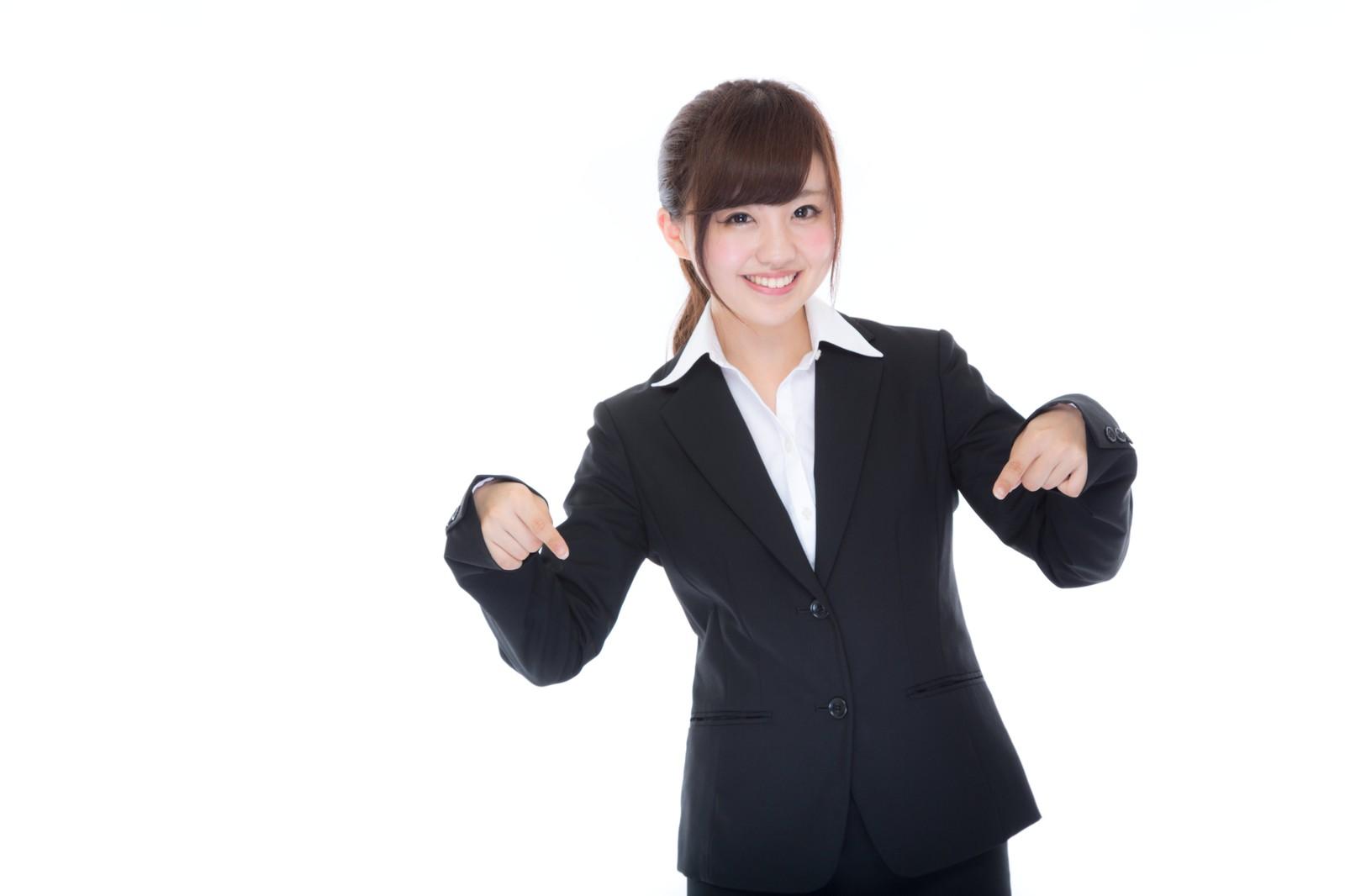 サブスクライフの利用方法を紹介する女性