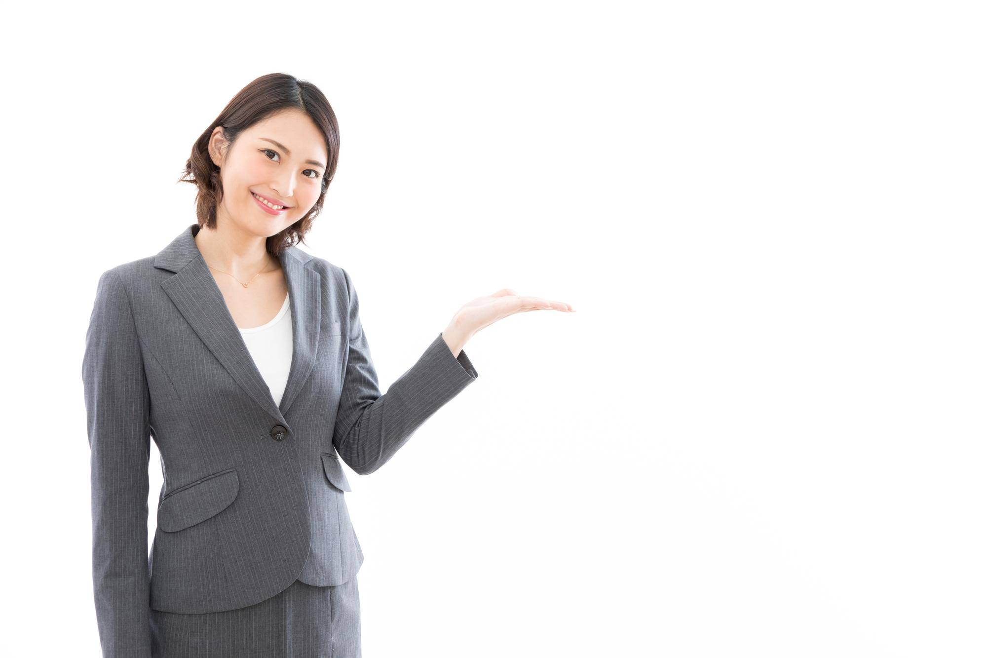 サブスクライフを法人利用するメリットを紹介する女性