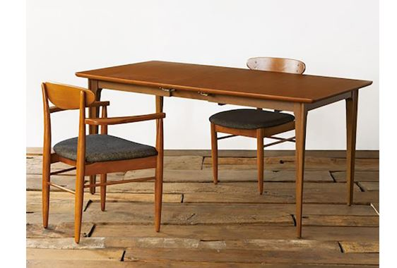 ACME FurnitureのTRESTLES CHAIRとTABLE