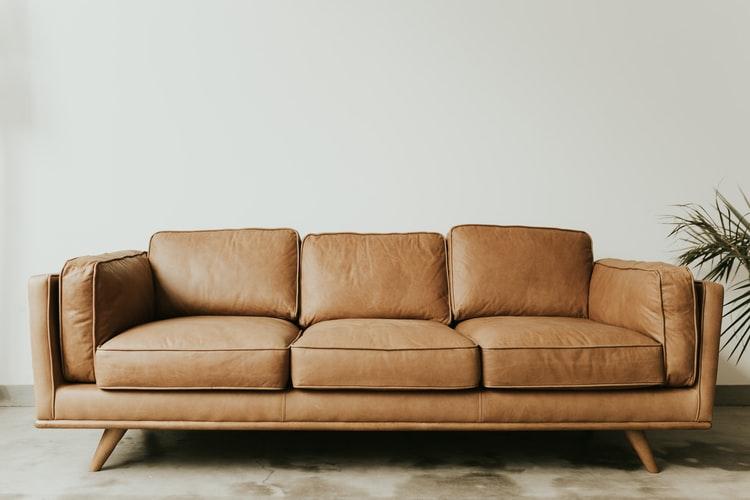 CLASでレンタルしたソファを利用する画像
